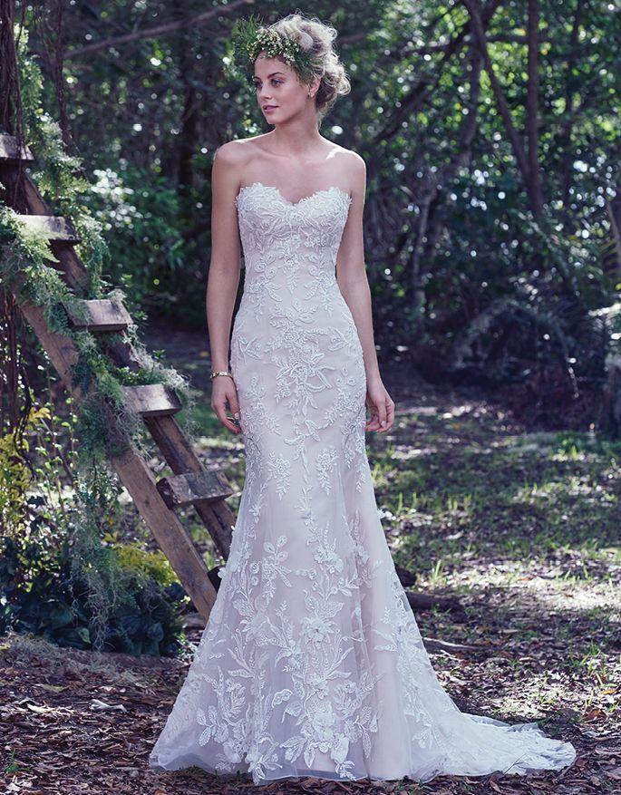 Beautiful @maggiesottero  lace bridal gown foudn on @BridalPulse Wedding Dress Gallery | Maggie Sottero Fall 2016 | Floor Blush Mermaid / Trumpet Sweetheart $$ ($1,001-2,000)
