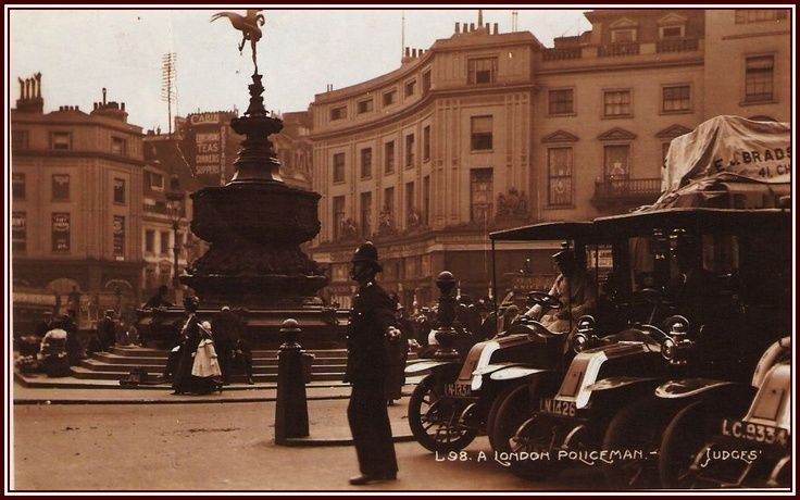 Piccadilly Circus around the time of the Great War