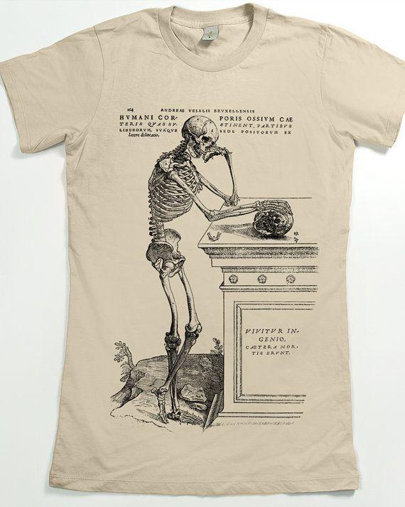 Chemise de graphique t Shirt - T-shirt femme - crâne squelette  Un squelette en méditant sur un crâne allongé sur un monument funéraire, avec