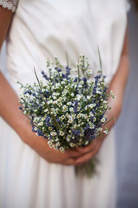 Wedding bouquet MARIA with dry lavender and margarite by MOMENTS www.weddingincrete.com