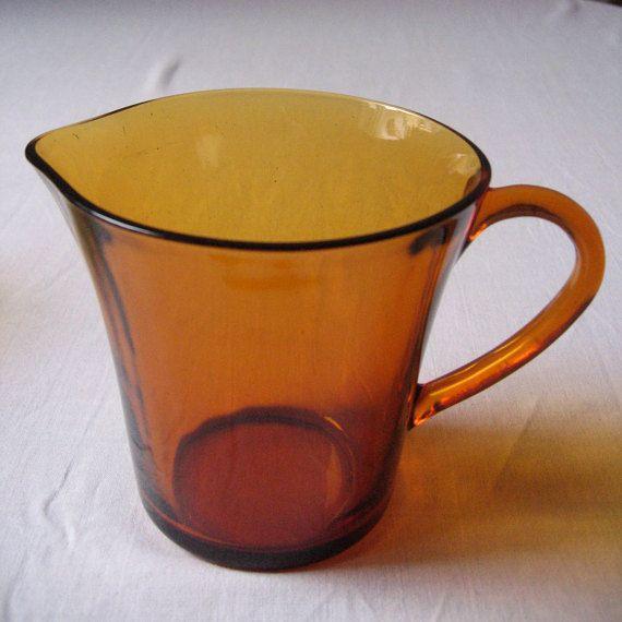 Pichet Duralex en verre ambré / Années 60-70 / par LMfrenchyDeco