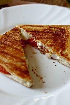 *Testé et approuvé* Croque-monsieur tomate-mozzarella (ajouter pesto et jambon italien)