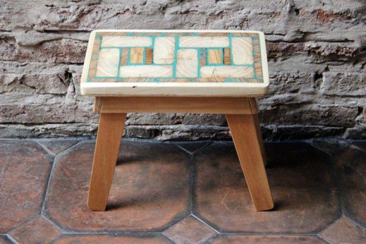 Banquitos hechos con maderas recicladas.  Medidas tapas aprox. 30x20 cm  Medidas altura aprox. entre 25 y 40 cm.