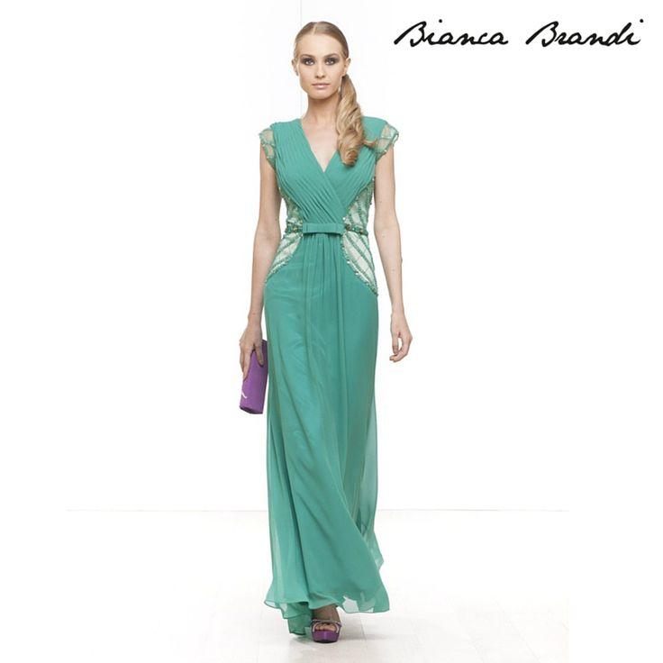 Per questa #Domenica la nostra proposta è un elegante #abito dal colore #verde intenso in #elegante chiffon e ricamo di perline lungo i fianchi