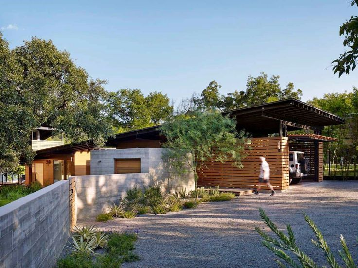 Fabulous Modern Lakeside Retreat Set On The Shores Of Lake Austin Texas In 2020 Lake Flato Lake House Lakefront Homes