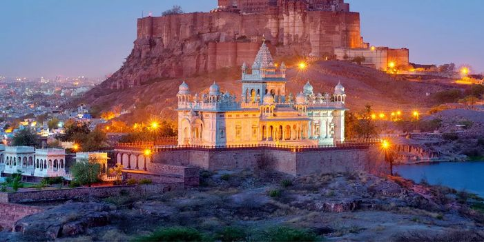 Experience the nature of Rajasthan with the royal Rajasthan tour, this tour will take you to every famous spot of this incredible state.