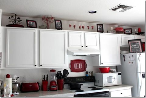 <3 the decor on top of the cabinets
