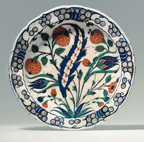 An Iznik pottery dish OTTOMAN TURKEY, CIRCA 1575