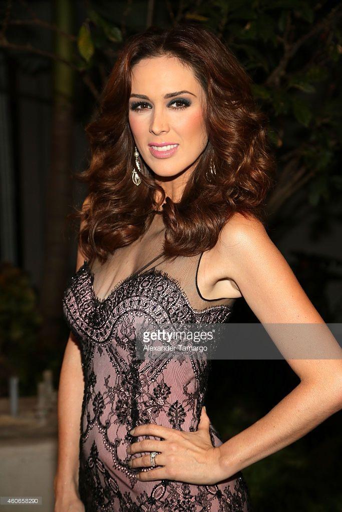 Jacqueline Bracamontes attends the inaugural Premios Univision Deportes at Univision Studios on December 17, 2014 in Miami, Florida.