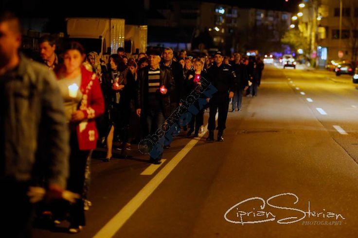 GALERIE FOTO: 2500 de buzoieni au luat parte la pelerinajul de Prohodul Domnului, în frunte cu ÎPS Ciprian - https://goo.gl/NrkfSl