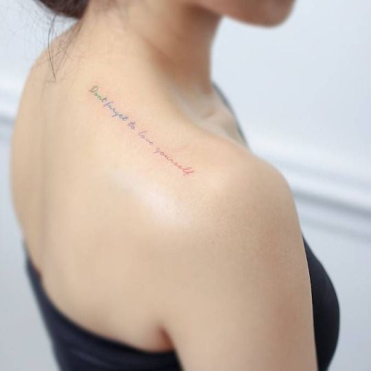 'Don't forget to love yourself' on top of the right shoulder. Tattoo artist: Mini Lau