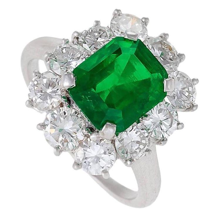 Van Cleef & Arpels Mid-20th Century Emerald Diamond Platinum Cluster Ring