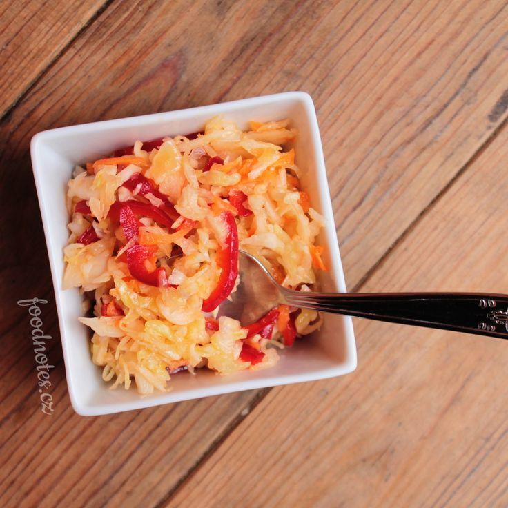 Jednoduchý zelný salát s mrkví a paprikou - recept