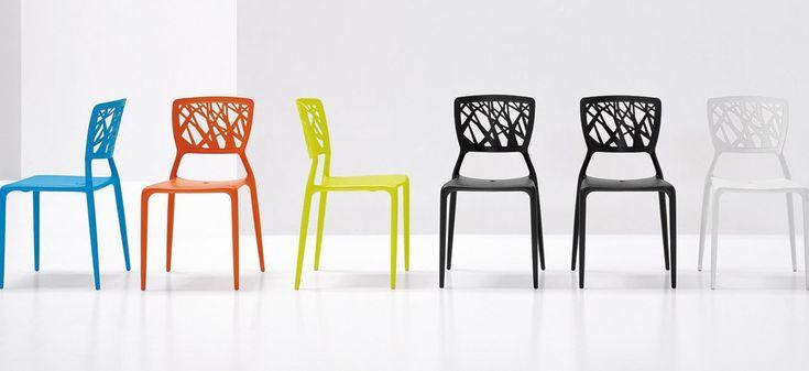 VIENTO BONALDO.  Viento è una sedia impilabile realizzata in polipropilene, disponibile in tanti colori: bianco, grigio antracite, arancio, giallo (lime) e azzurro. Stabile, confortevole e resistente agli agenti atmosferici, Viento è adatta per interni, per esterni e per il contract.
