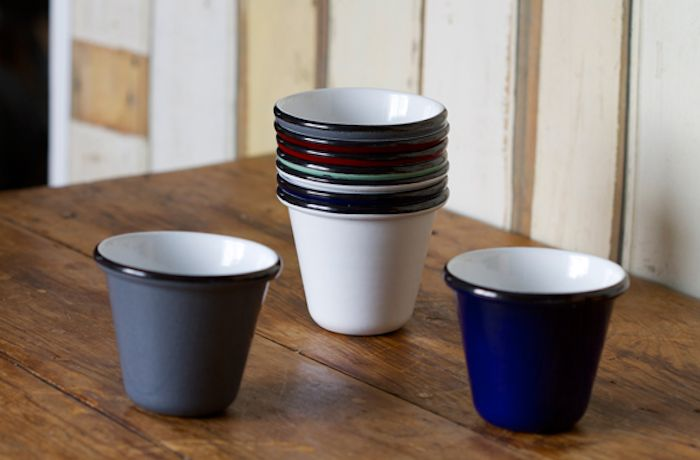 While we've been pleased with the recent revival of enamelware dishes, a traditional dinnerware style from early twentieth century home life in Britain, we