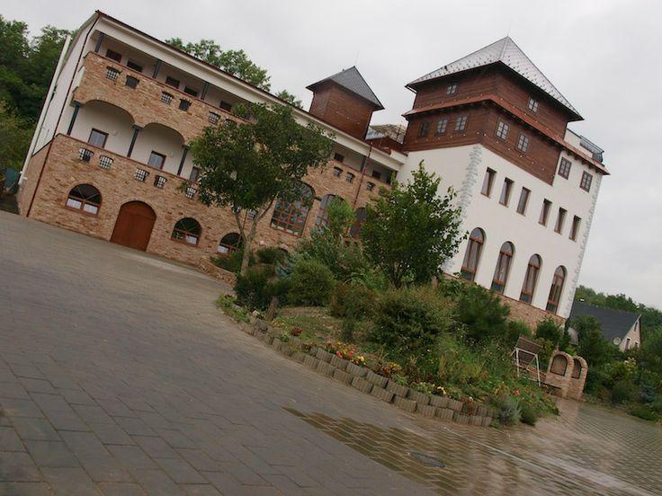 Hotel Kurdějov - (Hotelový dům Vinař) - Kurdějov www.hotelkurdejov.cz Hotel 3*