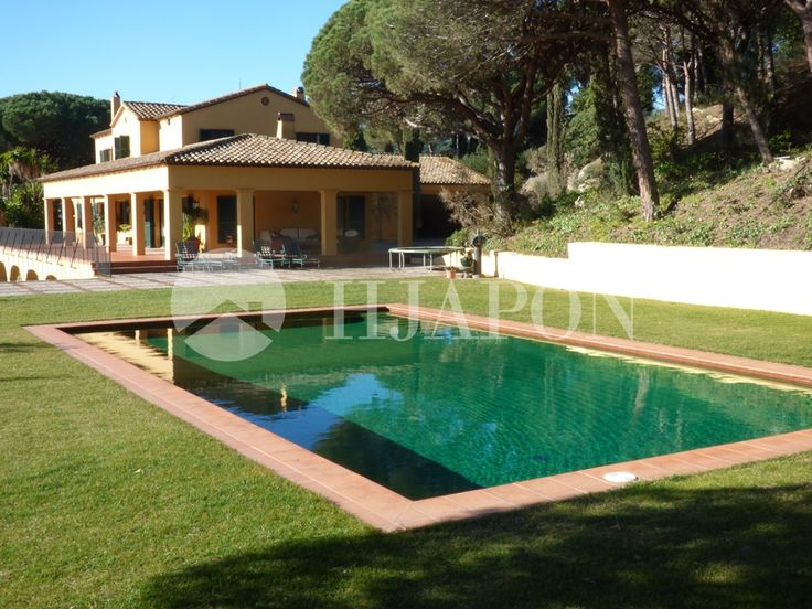 Spectacular luxurious house for sale in Cabrils, Montcabrer, with stunning views of the sea.