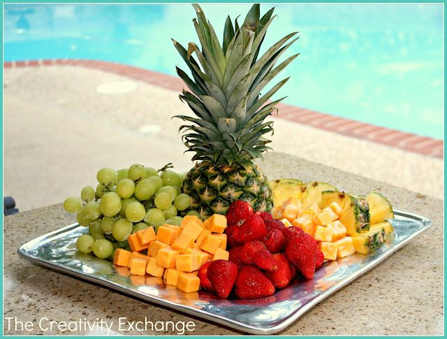 Quick {and Easy} Cheese and Fruit Tray... perfect for parties and gatherings. It takes minutes to make and is always a hit and always looks so pretty.