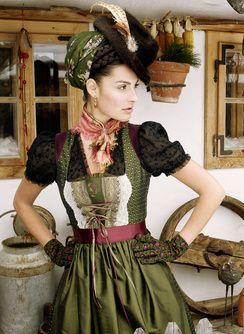 Bluse Klara  Froschberg m.Seidenrock