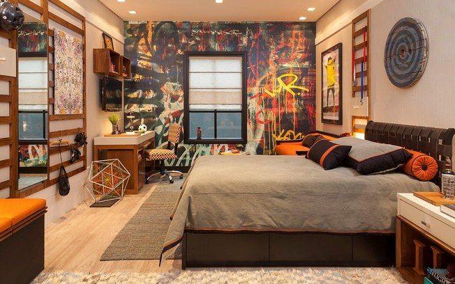 Elementos presentes no dia a dia do adolescente devem estar na decoração do quarto. Marta Calazans investiu na estética urbana e usou um papel de parede com grafite. Foto: Divulgação