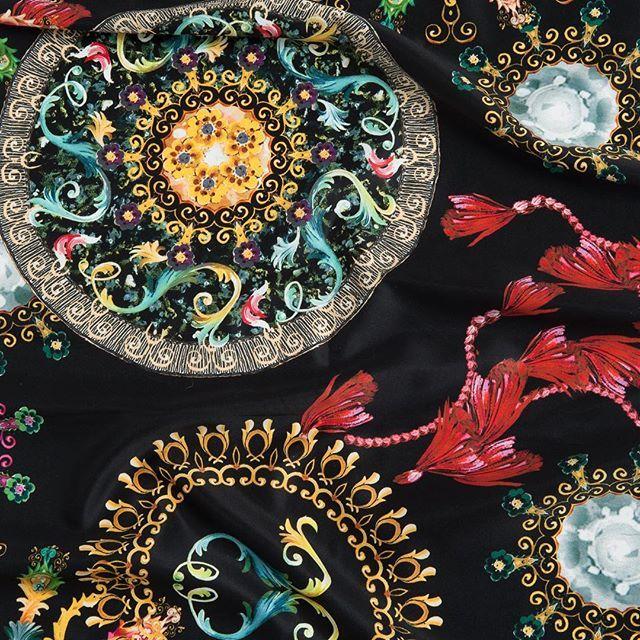 Un tejido muy Dolce&Gabbana ideal para una chaqueta de piel 😍  Este forro va a ser uno de los más 🔝  esta temporada!⠀  #peleteriagabriel #fur  #fashion #peleteria #zaragoza #fattoamano #altapeleteria