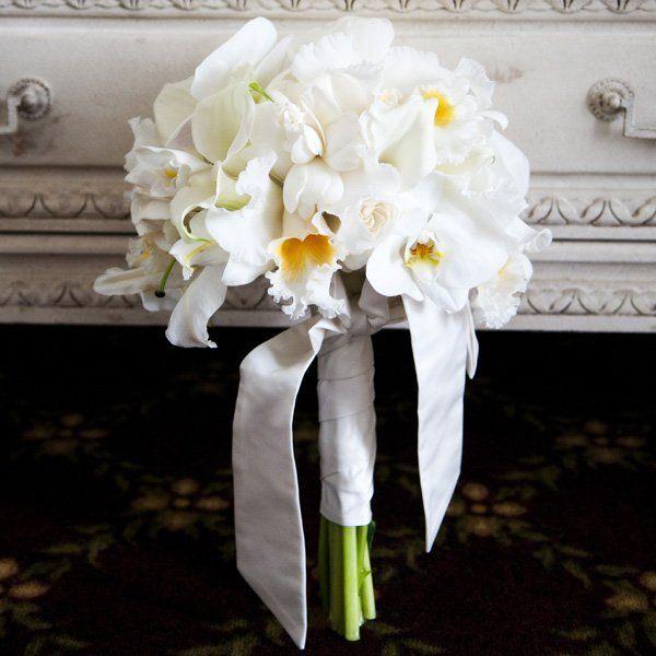 bouquet orchidee e lilium bianchi