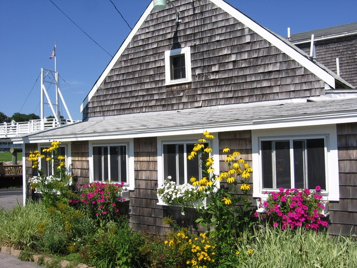 #CapeCod Summer #VacationRentals - oceanfront rentals, beach rentals, island homes for rent, vacation cottage rentals and condos. http://www.newenglandusa.com/Cape-Cod-Vacation-Rentals/cape-cod-vacation-rental.php