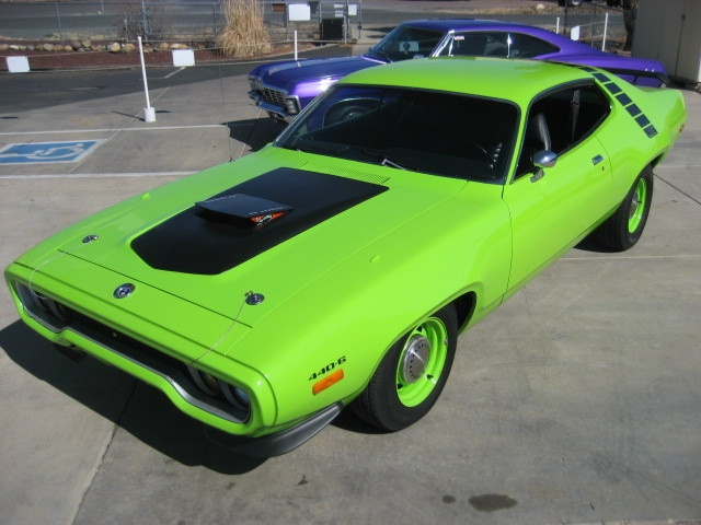 best images about cars motorcycles that i love 1972 plymouth roadrunner 440 a sublime green never knew they offered that engine combo in a roadrunner