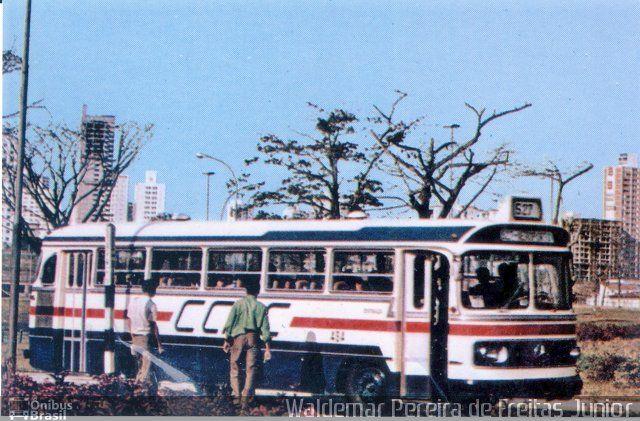 Ônibus da empresa CMTC - Companhia Municipal de Transportes Coletivos, carro 484, carroceria Mercedes-Benz Monobloco O-352. Foto na cidade de São Paulo-SP por Waldemar Pereira de Freitas Juni, publicada em 16/02/2015 21:03:13.