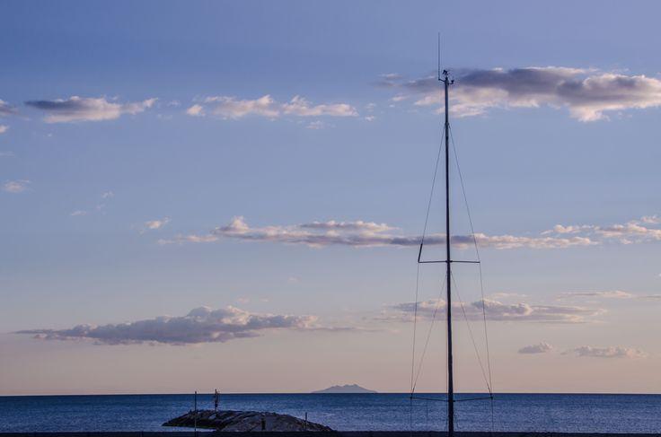 All'imbrunire guardando l'orizzonte #portodellamaremma #tirremo #maremma