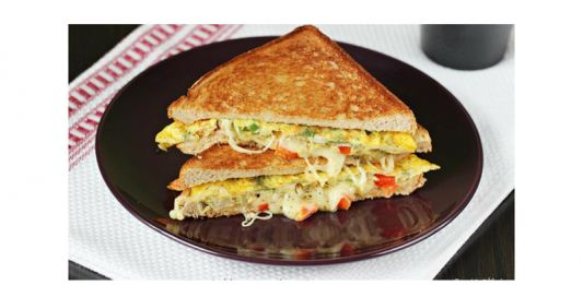 ब्रेड आमलेट कैसे बनाते हैं हिंदी में? | How to make Bread omelette? (Step-By-Step)