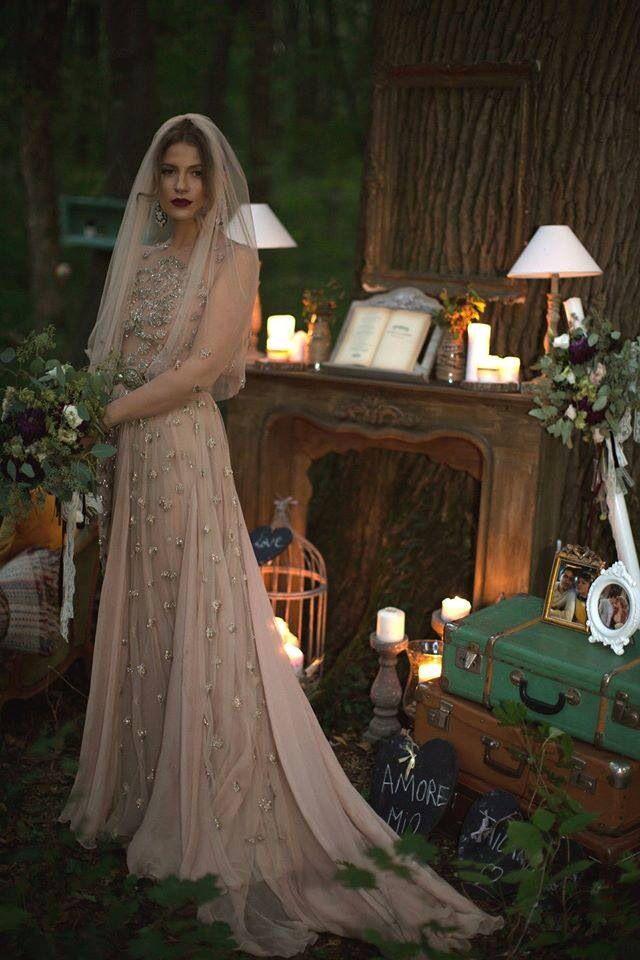 Unconventional gorgeous Ana bride!