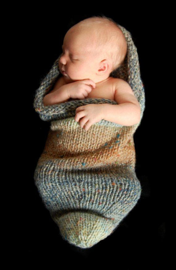 Knitted baby peapod--- okay I need to learn how to knit... this is too cute.