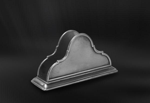 Pewter Napkin Holder - Length: 17 cm (6,7″) - Width: 6 cm (2,4″) - Height: 9 cm (3,5″) - #pewter #napkin #holder #peltro #portatovaglioli #zinn #serviettenhalter #étain #etain #peltre #tinn #олово #оловянный #tableware #dinnerware #table #accessories #decor #design #bottega #peltro #GT #italian #handmade #made #italy #artisans #craftsmanship #craftsman #primitive