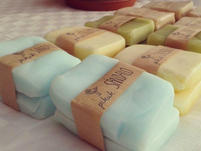 ¿Quieres aprender a hacer tu propio jabón de glicerina? En este post te contamos cómo hacer un jabón perfecto para cuidar tu piel