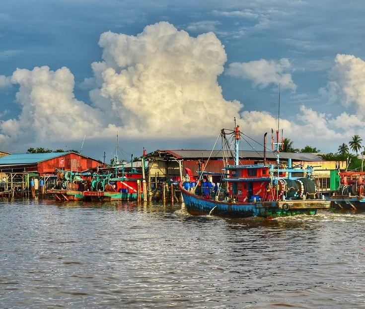Photo 15.02.2018. #village #boat #fisherman #jetty #sekinchan #selangor #tourismmalaysia #evening #malaysia #viewpoint #viewoftheday #photooftheday #picoftheday #picture #phototravel #photography #igers #instagramer #insta #instamood #instatravel #travellife #travel #traveladdict #traveller #traveling #travelgram #travelgallery