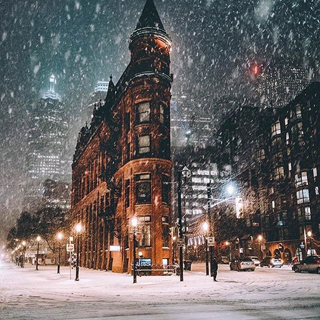 ***Snowing (Toronto, Ontario) by @uwo_planet on Instagram