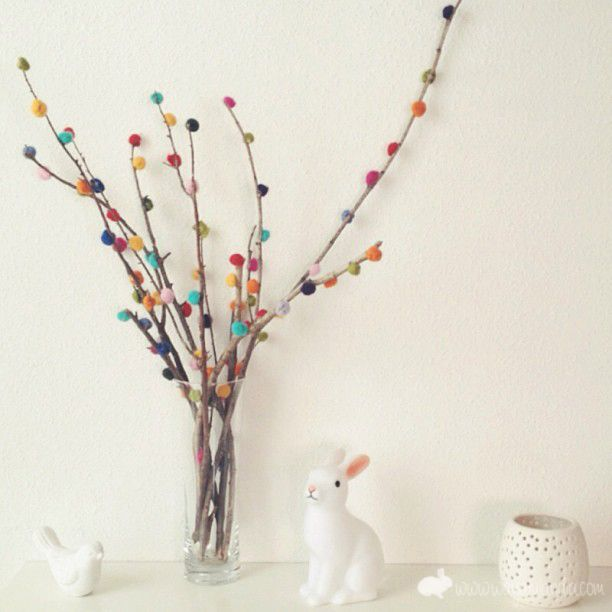 Love these branches with pom poms for their colorful cleverness & because the blog is written in Spanish VOSOTROS!