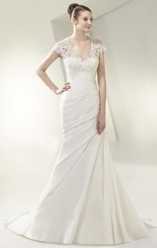 Igen Szalon wedding dress- BT14-30 #igenszalon #beautiful #weddingdress #bridalgown #eskuvoiruha #menyasszonyiruha #eskuvo #menyasszony #Budapest