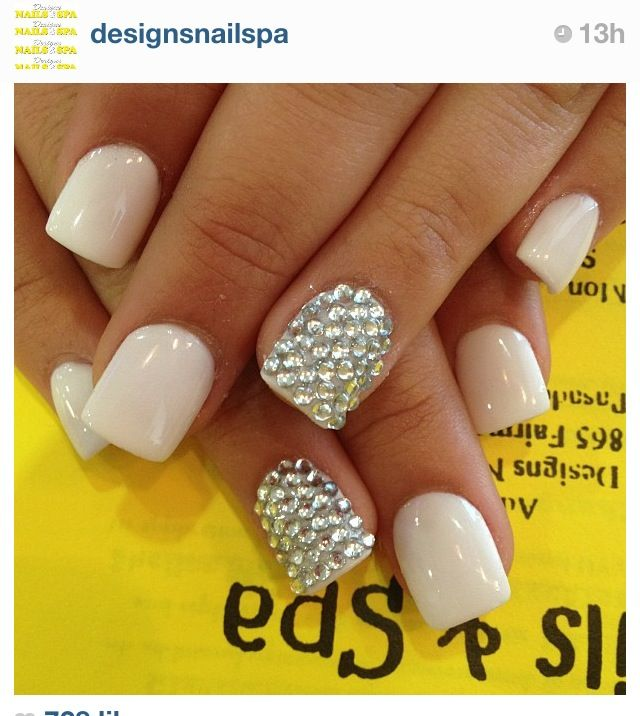 I freaking love square nails! Damn me being a waitress. If I didn't feel like I would chip a nail every night I work. I would get them shaped like these!