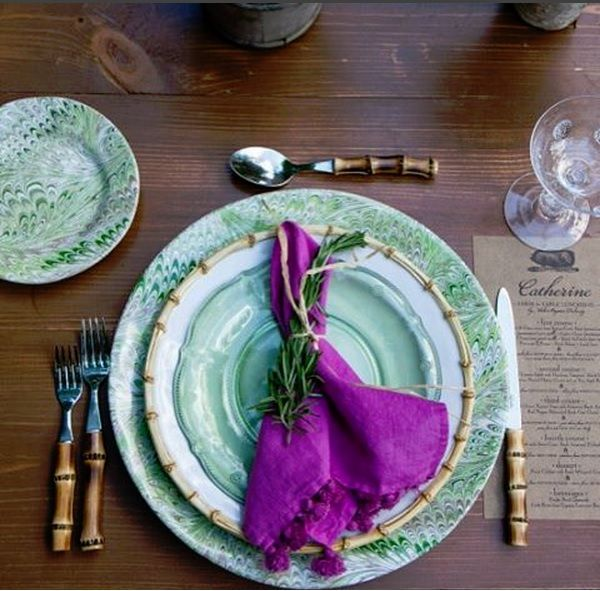 Swirling green earth tones, paired with natural bamboo and a vibrant pop of cabbage purple, topped with a sprig of garden picked rosemary. The perfect palette for fresh al fresco entertaining as we fade into fall. #juliska #rusticandrefined #alfrescodining