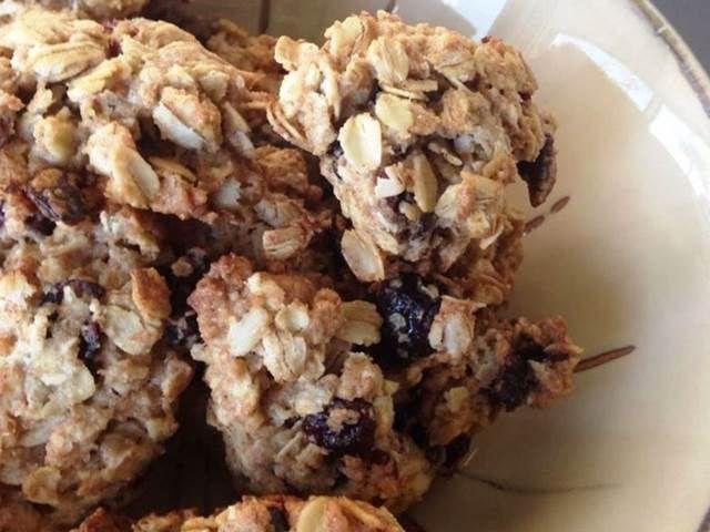 Sušenky s ovesnými vločkami, otrubami ořechy.