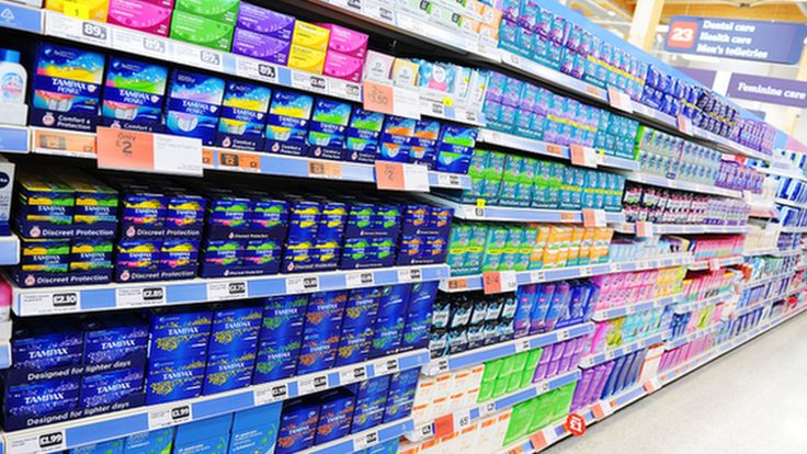 Australia decides not to scrap a tax on feminine hygiene products despite protests, and extends the consumption tax to online shopping.