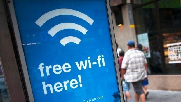 1997年頃から普及し始めたWi-Fiは、今ではスマホやPC利用で必須となりました。カフェやホテル、空港などに無料Wi-Fiが設置されて気軽に通信でき、便利な通信環境が至る所にできています。 また、こうした無線LANの台頭…