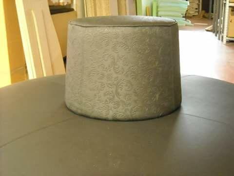 Particolare decorazione pelle per divano rotondo realizzazione Irene Bi di Irene Brigolin