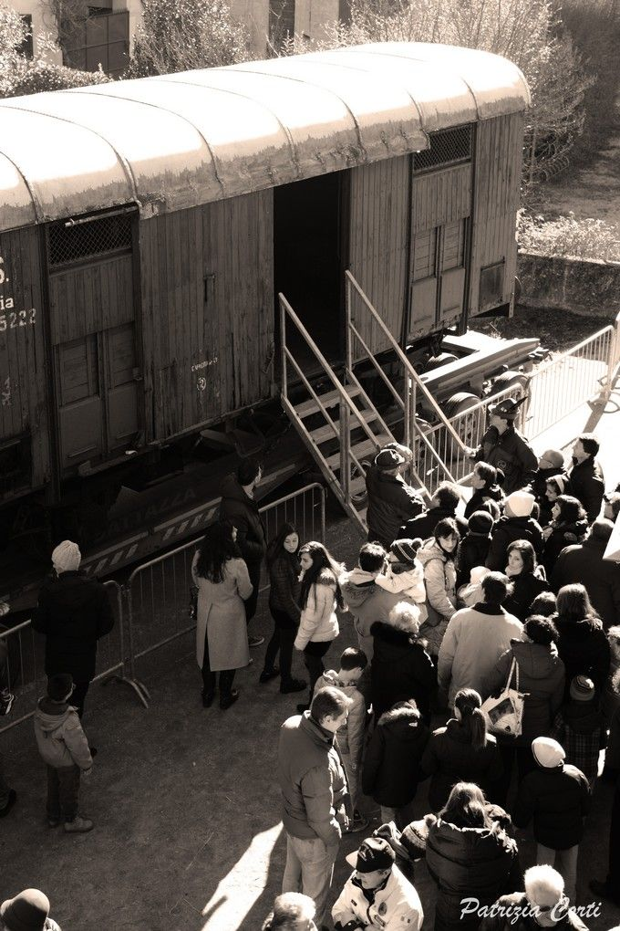 Visita al carro della memoria. Foto di @pattycorti  #Gessate #giornatadellamemoria