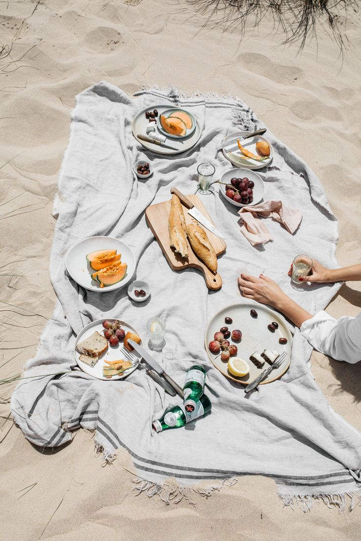Beach picnic / Renee Kemps