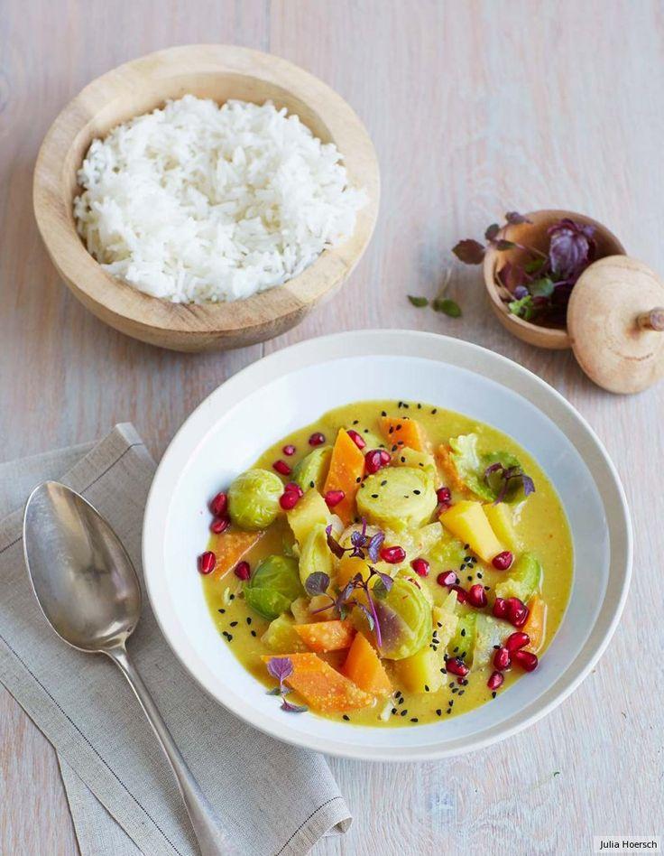 Heimische Steckrübe und Rosenkohl treffen auf Granatapfel und Linsen in asiatischem Mandelmilchcurry - eine sensationelle Verbindung.