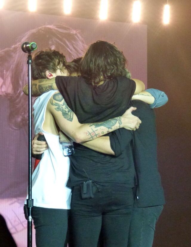One Direction Group Hug One Direction 3 In 2019 One Direction