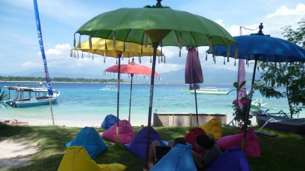 Gili Islands sind ein Paradies in Indonesien. Als Backpacker wirst Du es hier lieben. Kristallklares Wasser und Chill-Out Vibe. Check it >>